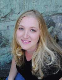 Eliza Knight, author of A Kilted Christmas Wish, a sexy contemporary novella